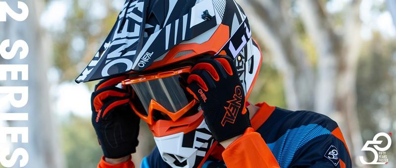 2 Series Helmet Banner